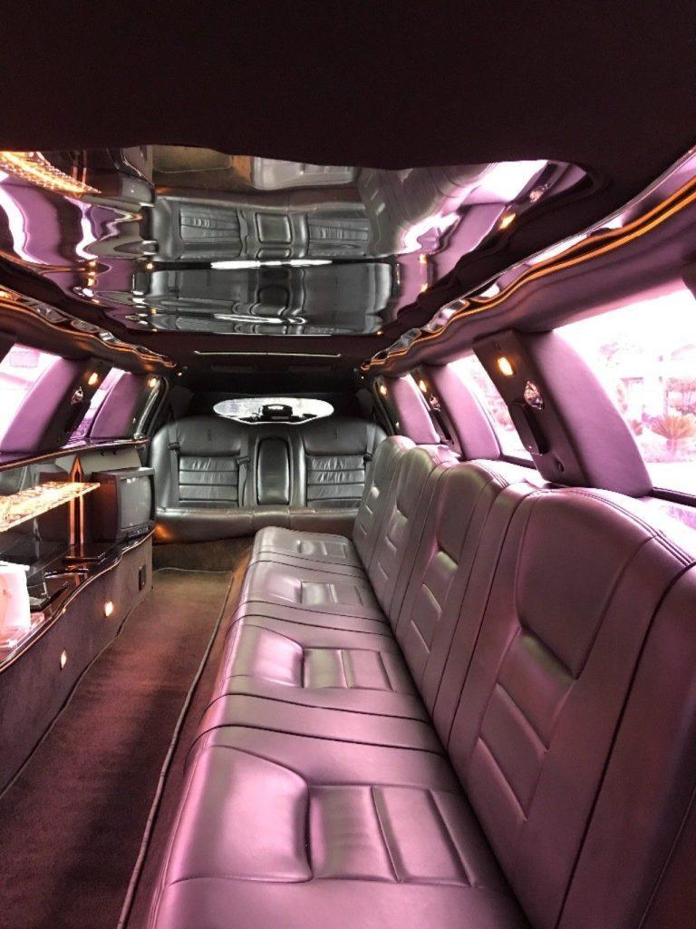 rare 2000 Lincoln Town Car 14 Passenger Limousine