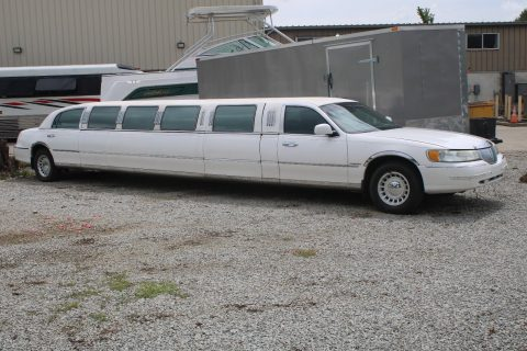 runs great 2002 Lincoln Town Car Limousine for sale