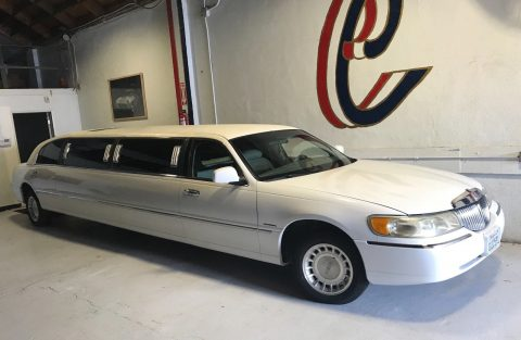 Krystal Koach 2000 Lincoln Town Car Limousine for sale
