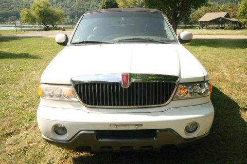 loaded 2000 Lincoln Navigator Limousine for sale