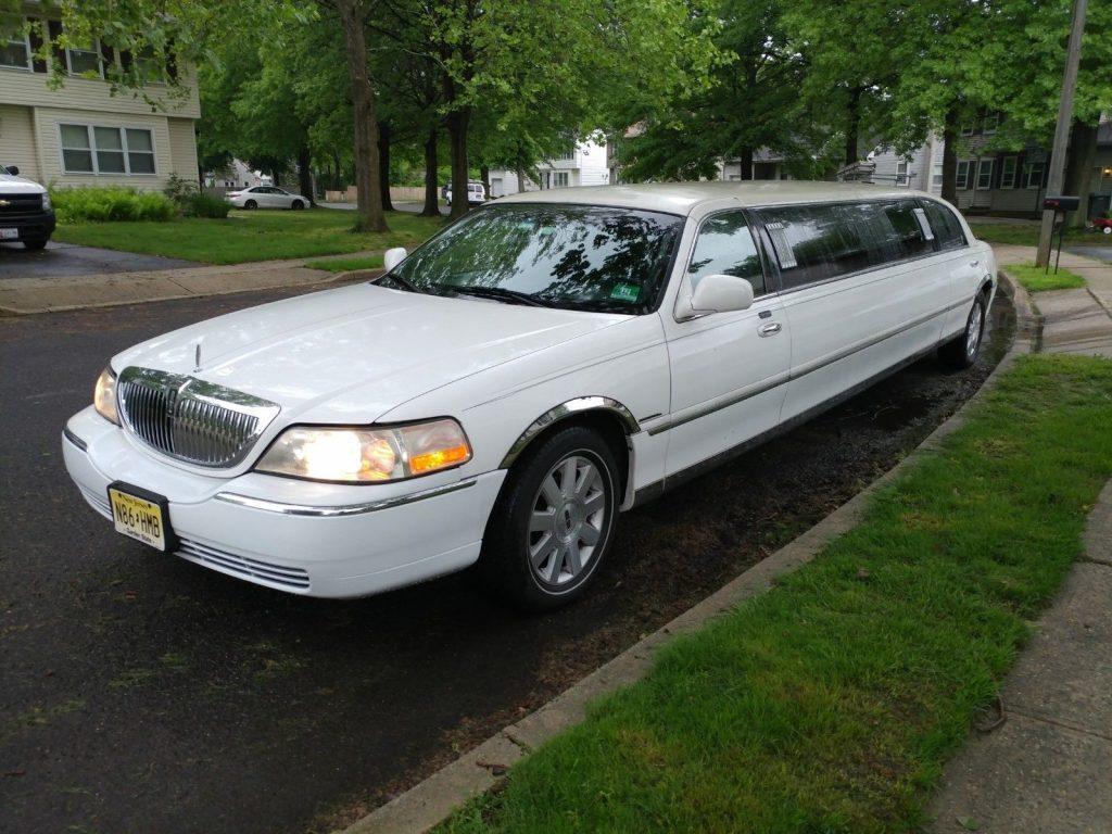 clean 1996 Lincoln Town Car limousine