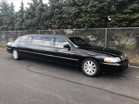 clean 2003 Lincoln Town Car Signature limousine for sale