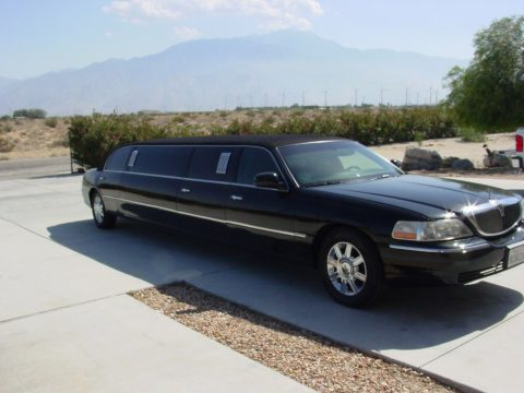 clean 2007 Lincoln Town Car 10 Passenger Limousine for sale