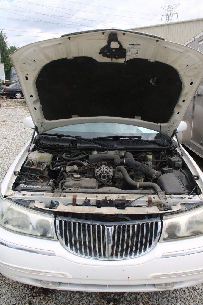 decent mileage 2002 Lincoln Town Car Limousine