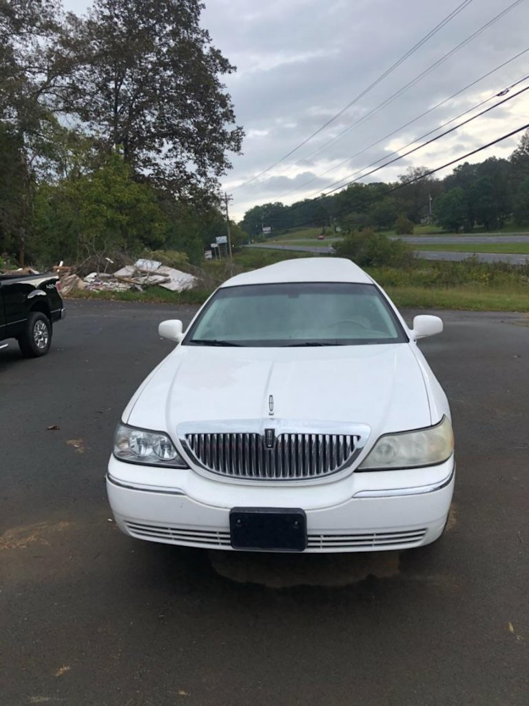 great shape 2003 Lincoln Town Car Limousine