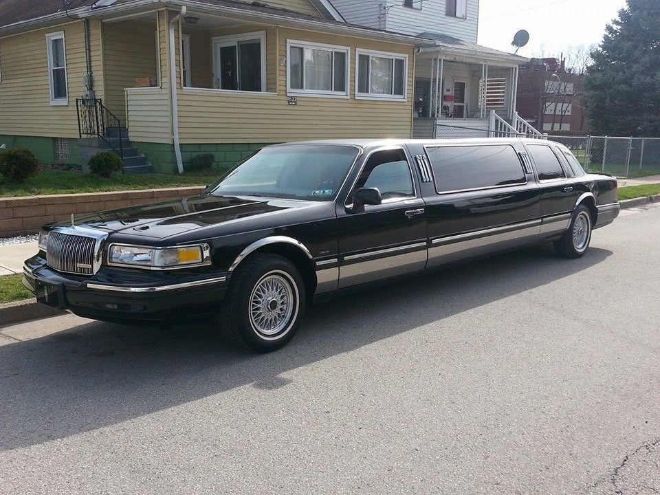 loaded 1996 Lincoln Town Car Limousine