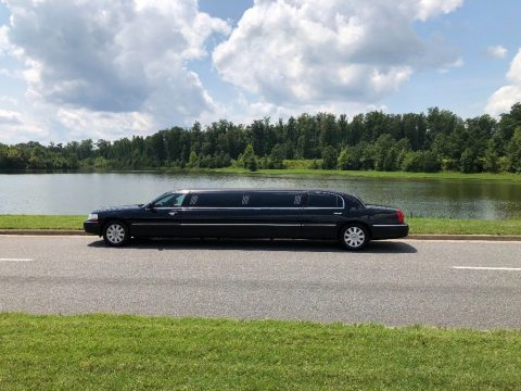 loaded 2005 Lincoln Town Car Executive Limousine for sale