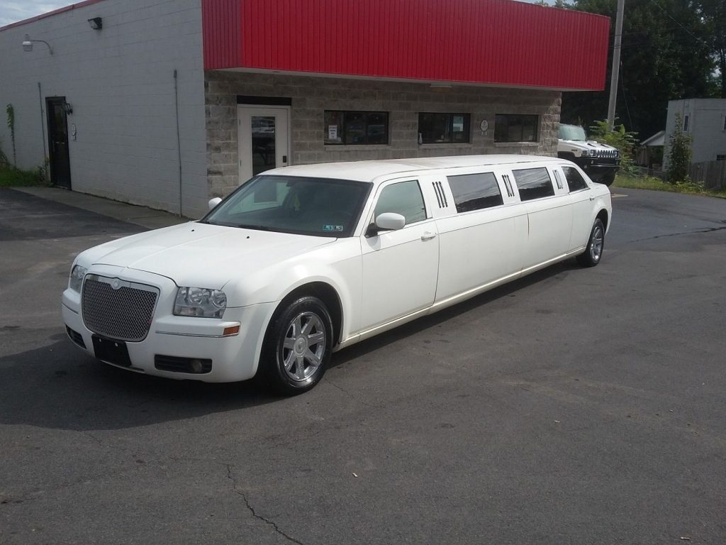 minor imperfections 2005 Chrysler 300 Series LIMOUSINE