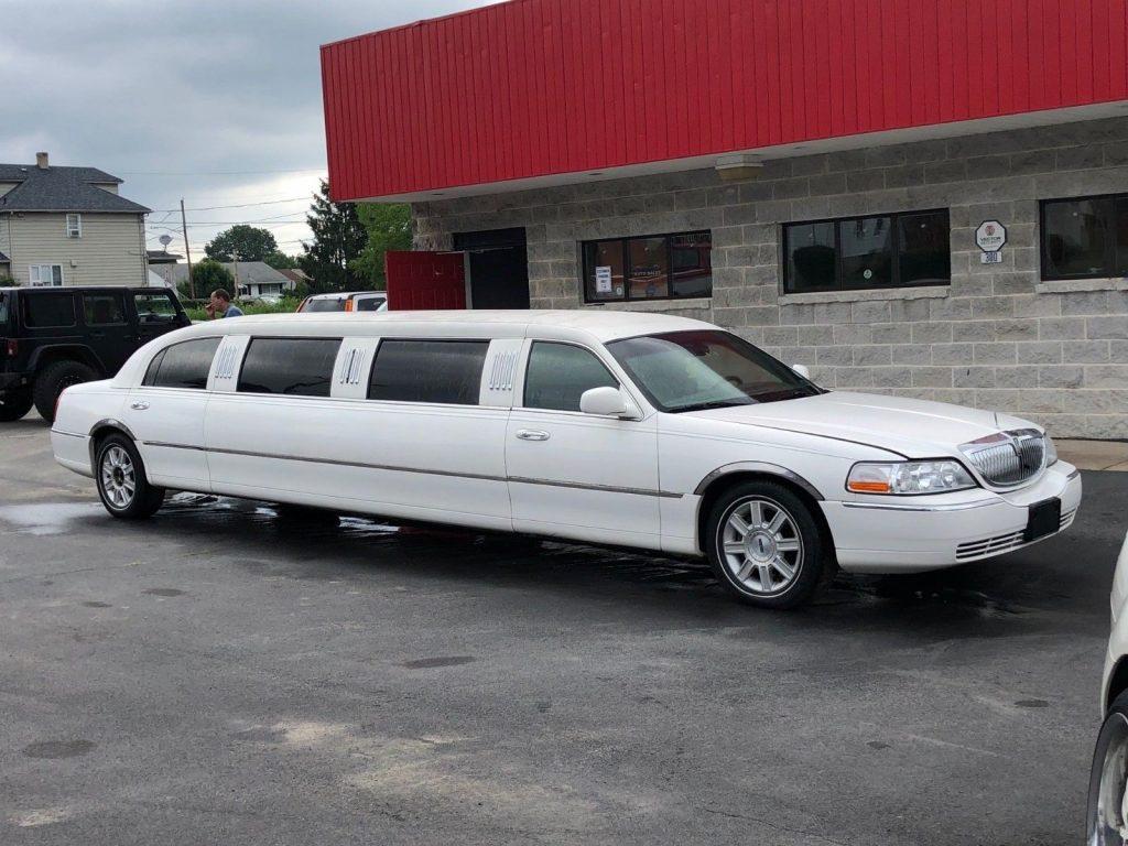 needs TLC 2006 Lincoln Town Car Limousine
