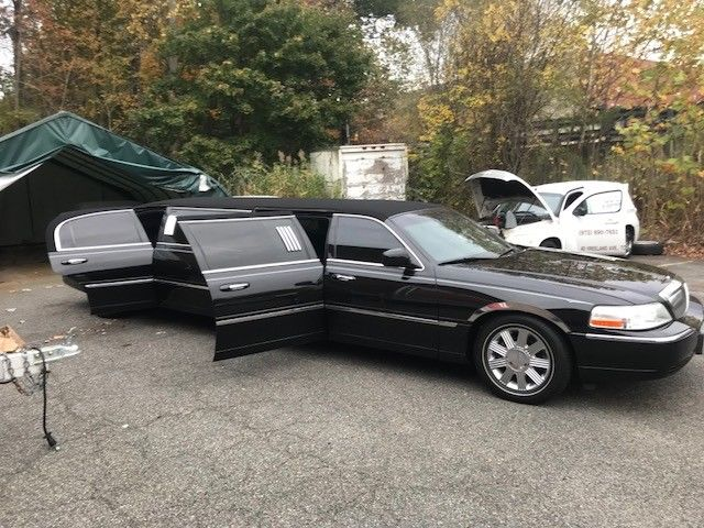 serviced 2003 Lincoln Town Car Stretch limousine