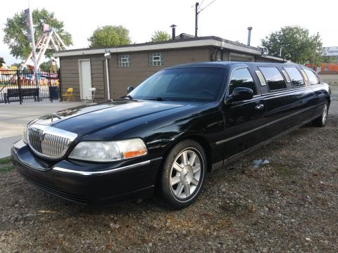 Extra clean 2006 Lincoln Town Car Limousine for sale