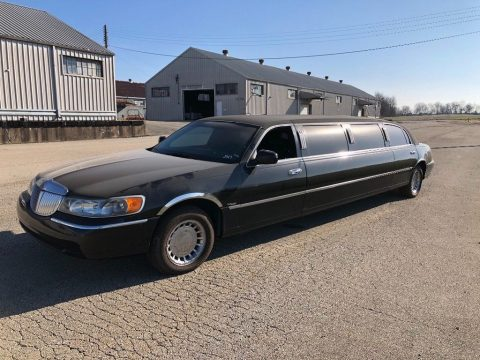 good shape 1998 Lincoln Town Car limousine for sale