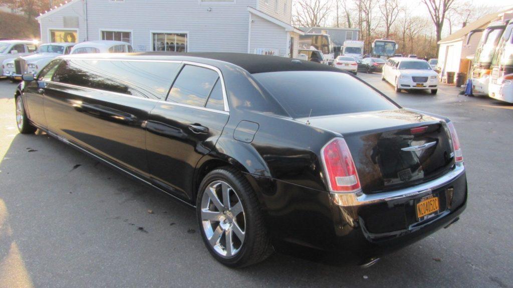 Custom wheels 2013 Chrysler 300 140″ Limousine