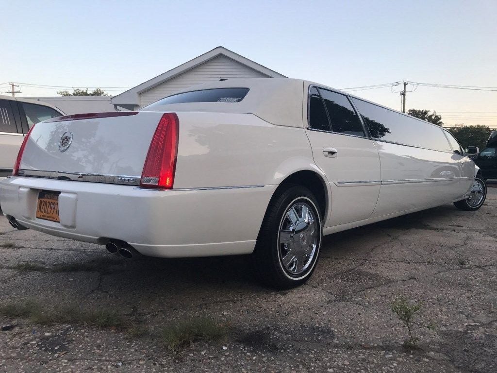 great shape 2008 Cadillac DTS Tiffany Limousine
