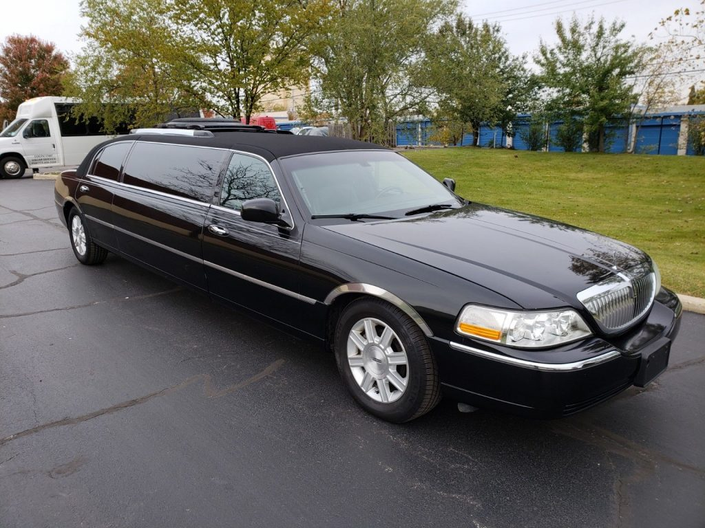 regularly serviced 2007 Lincoln Town Car Limousine