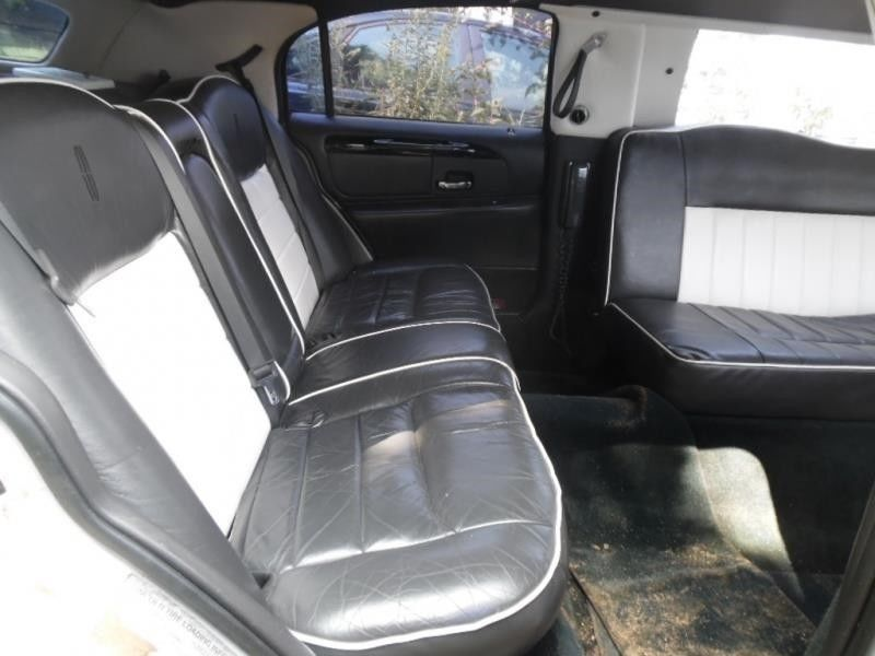 solid 2000 Lincoln Town Car LIMOUSINE