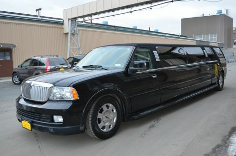 clean 2006 Lincoln Navigator Limousine for sale
