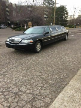great running 2003 Lincoln Town Car Limousine for sale