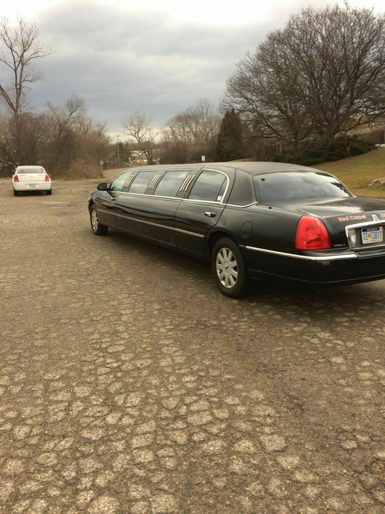 great running 2003 Lincoln Town Car Limousine