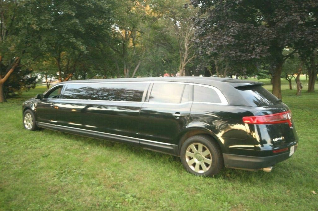 loaded with luxury 2013 Lincoln MKT Limousine