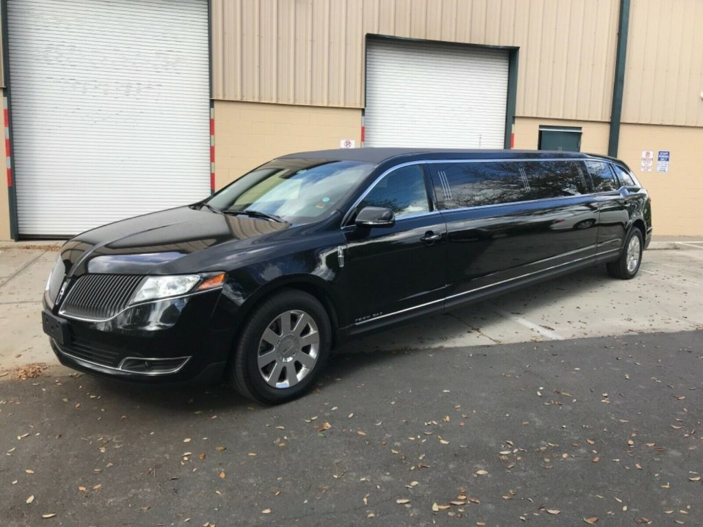 low mileage 2013 Lincoln MKT limousine