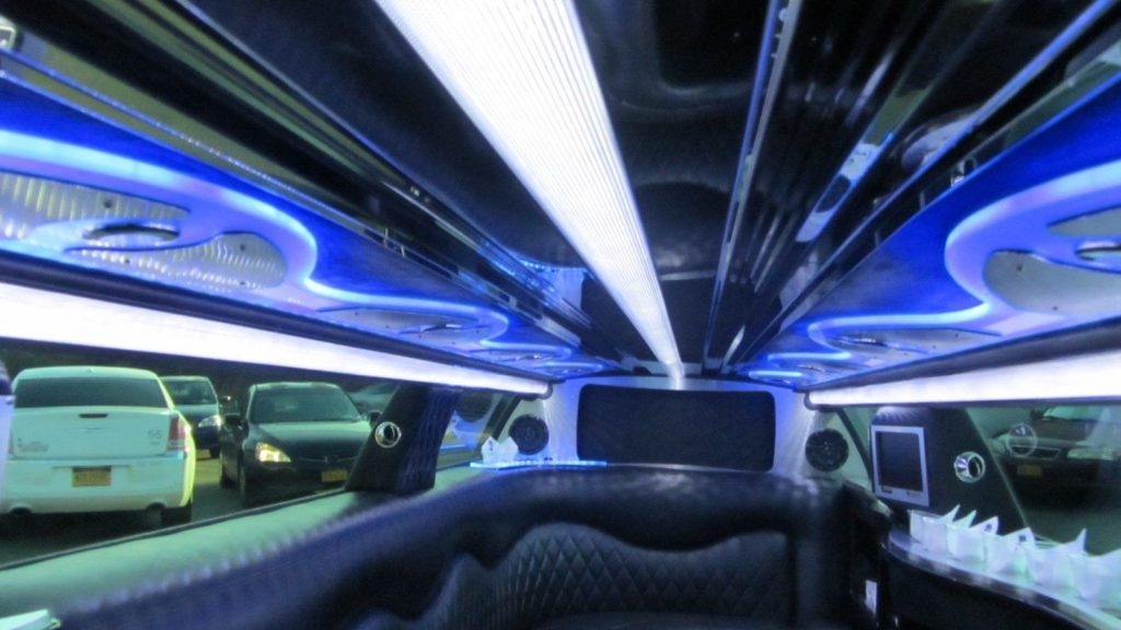 low miles 2013 Chrysler 300 Series Limousine