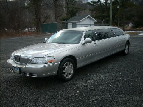 needs nothing 2011 Lincoln Town Car Limousine for sale