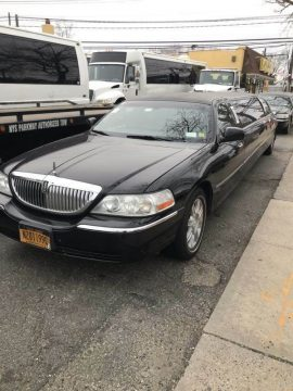 Well maintained 2009 Lincoln Town Car Limousine for sale