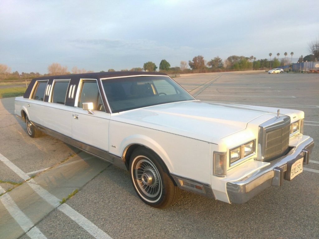 great shape 1988 Lincoln Town Car Limousine