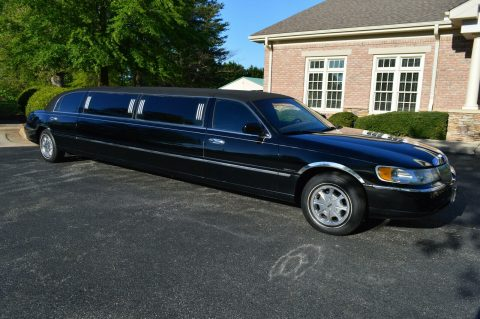 well equipped 2001 Lincoln Town Car limousine for sale