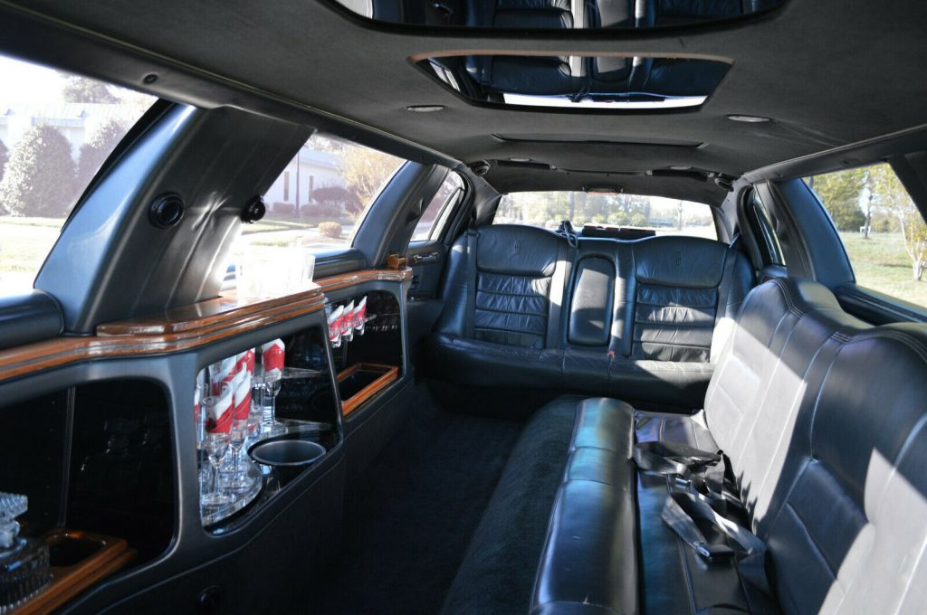 well equipped 2001 Lincoln Town Car limousine