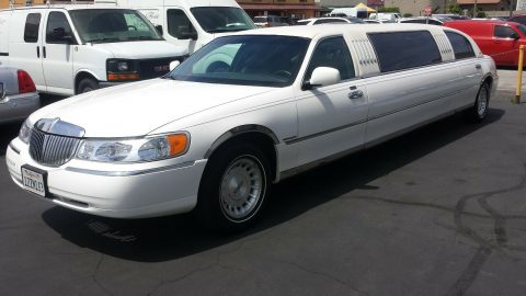 well serviced 1999 Lincoln Town Car Limousine for sale