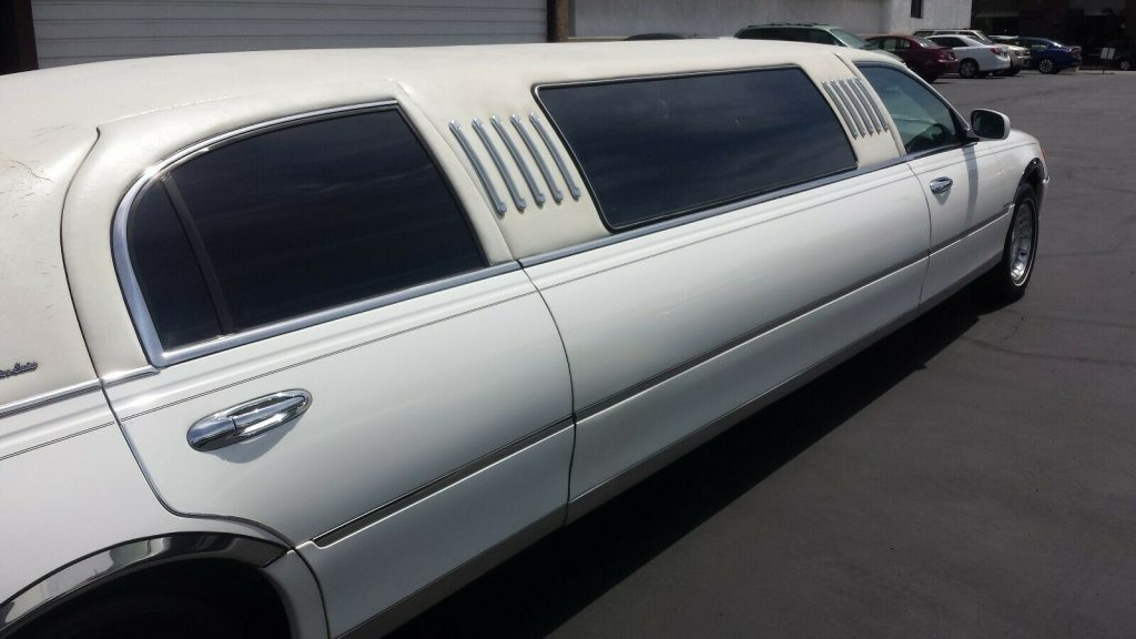 well serviced 1999 Lincoln Town Car Limousine