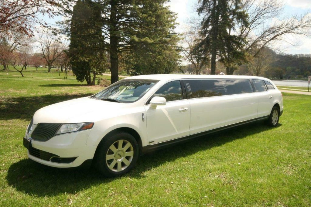 excellent shape 2015 Lincoln Town Car MKT limousine