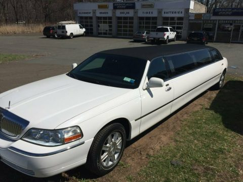 low miles 2007 Lincoln Town Car Executive limousine for sale