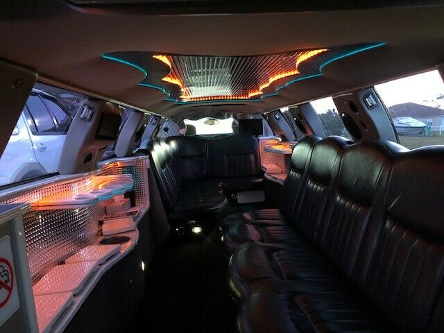 upgraded 2005 Lincoln Town Car LIMOUSINE