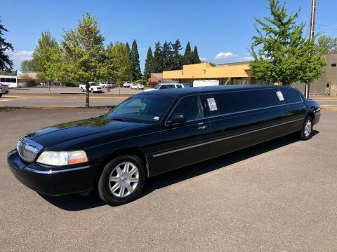 well serviced 2006 Lincoln Town Car Limousine for sale