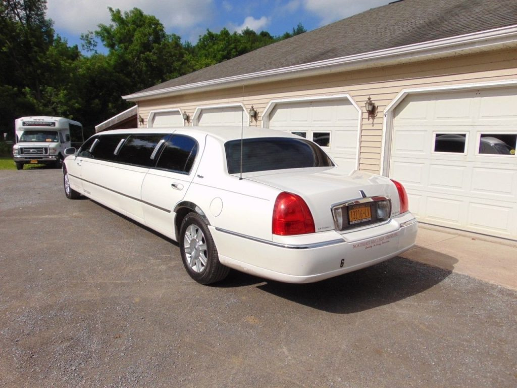 well serviced 2007 Lincoln Town Car Limousine