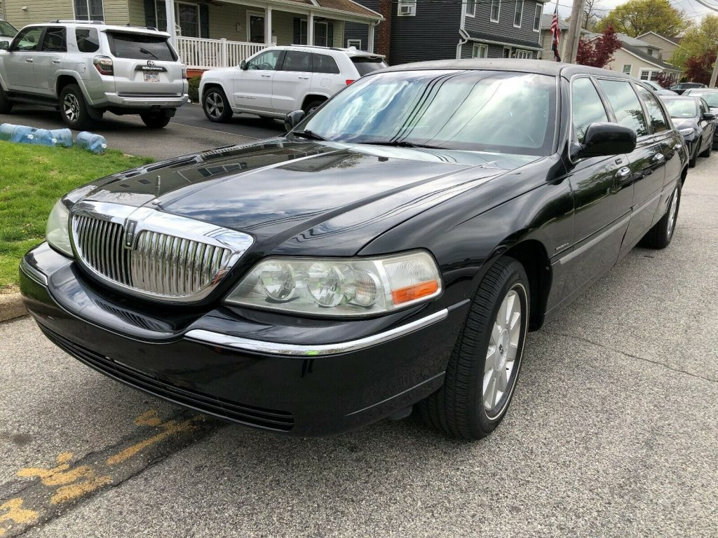 great shape 2003 Lincoln Town Car Executive limousine