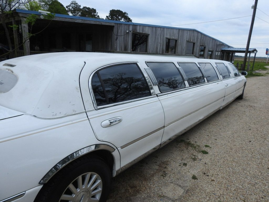 super stretch 2003 Lincoln Town Car Exectutive Limousine
