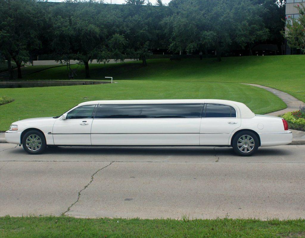 geat shape 2007 Lincoln Town Car Limousine