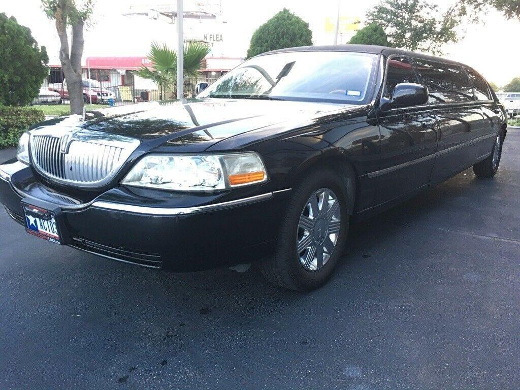 mint 2008 Lincoln Town Car limousine