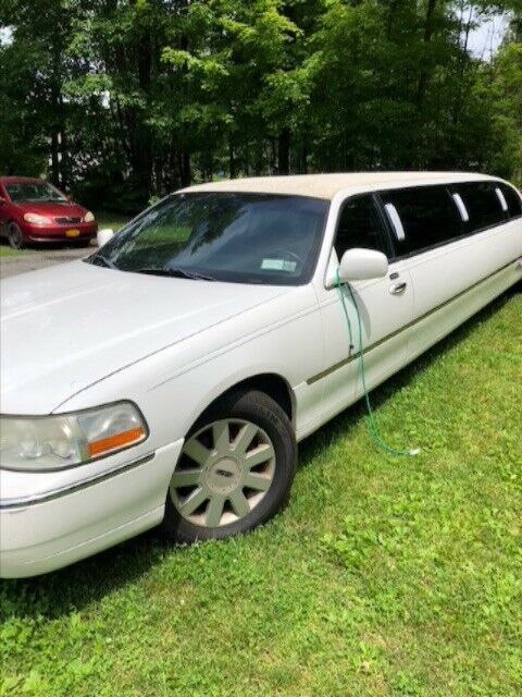 needs TLC 2005 Lincoln Town Car Limousine