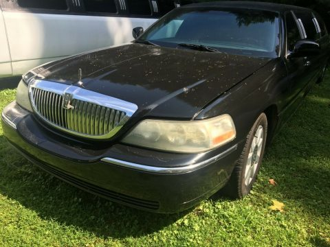 good running 2004 Lincoln Town Car Limousine for sale