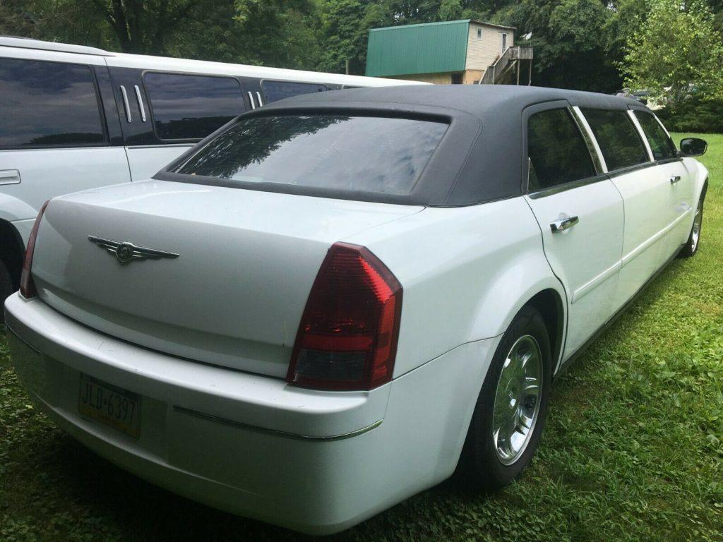 good running 2005 Chrysler 300 Series limousine