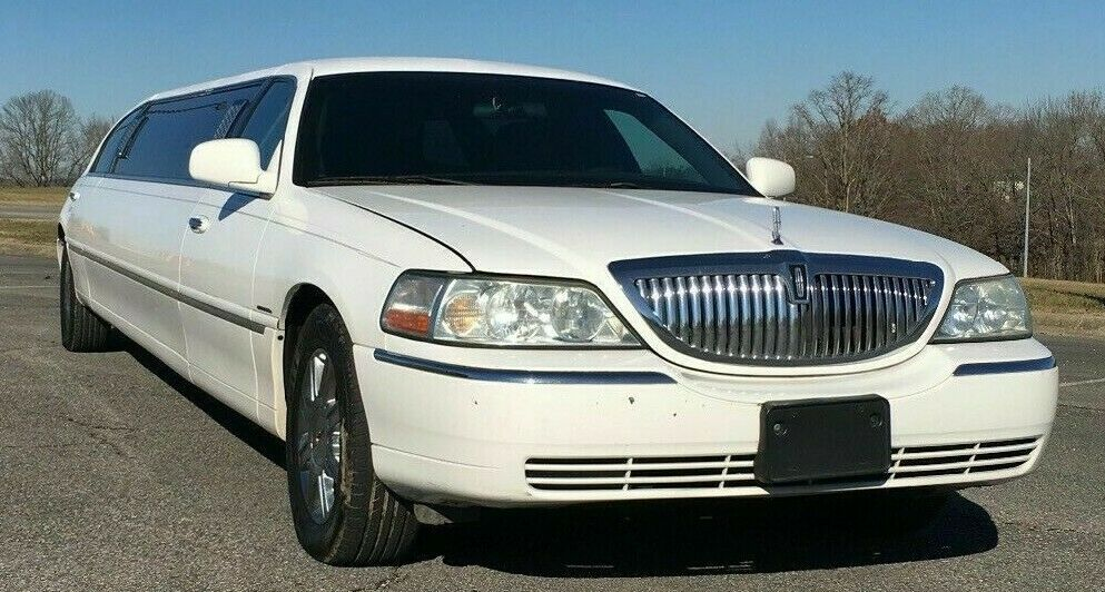 great shape 2005 Lincoln Town Car Stretch Limousine