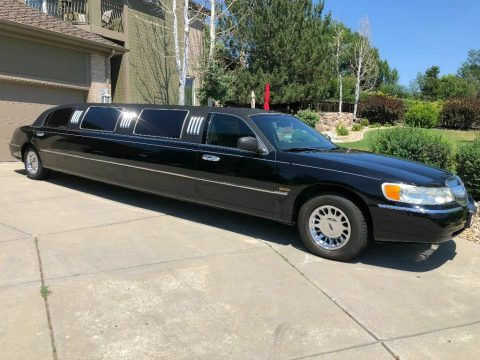 well serviced 2002 Lincoln Town Car Springfield Coach limousine for sale
