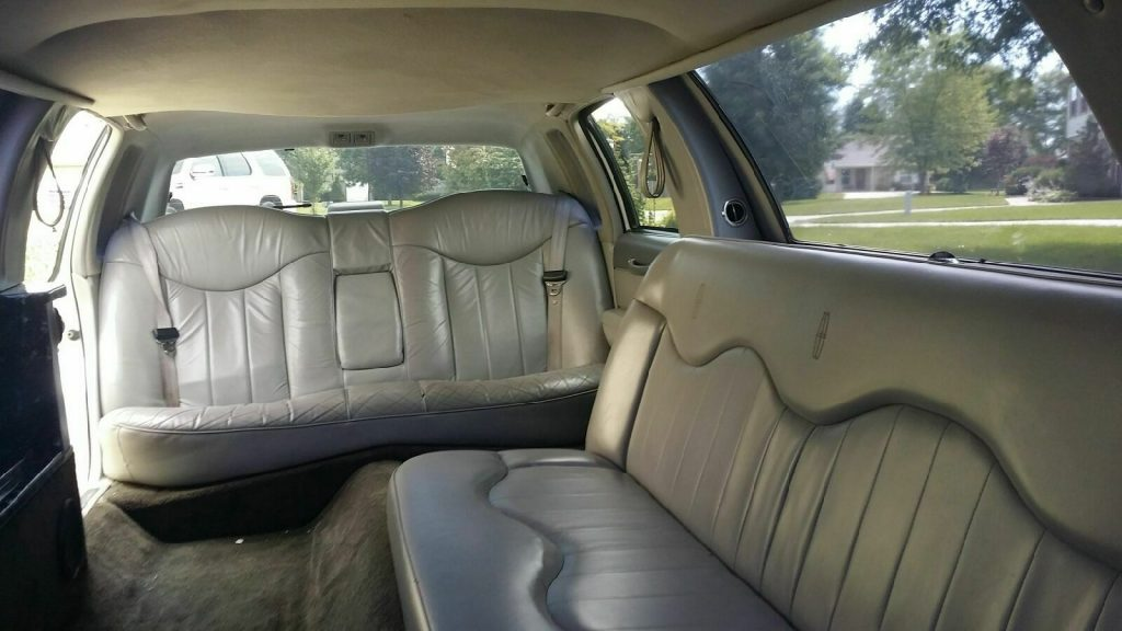 everything works 1997 Lincoln Town Car Limousine