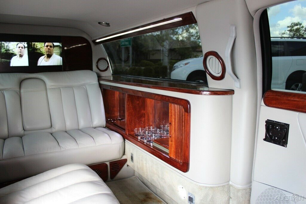 low miles 2008 Cadillac DTS limousine