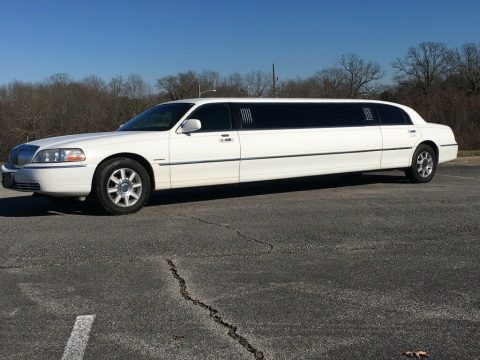 very nice 2006 Lincoln Town Car Limousine for sale
